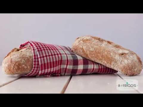 """Comment optimiser la conservation de votre pain pour éviter qu'il ne devienne sec ou qu'il moisisse trop rapidement? Notre 7e capsule """"À vos frigos"""" vous donne des réponses! Surveillez la suite dans notre prochain vidéo qui vous donne des trucs pour transformer votre pain!  Pour encore plus de trucs et astuces, inscrivez-vous à un atelier gratuit au jourdelaterre.org/avosfrigos"""