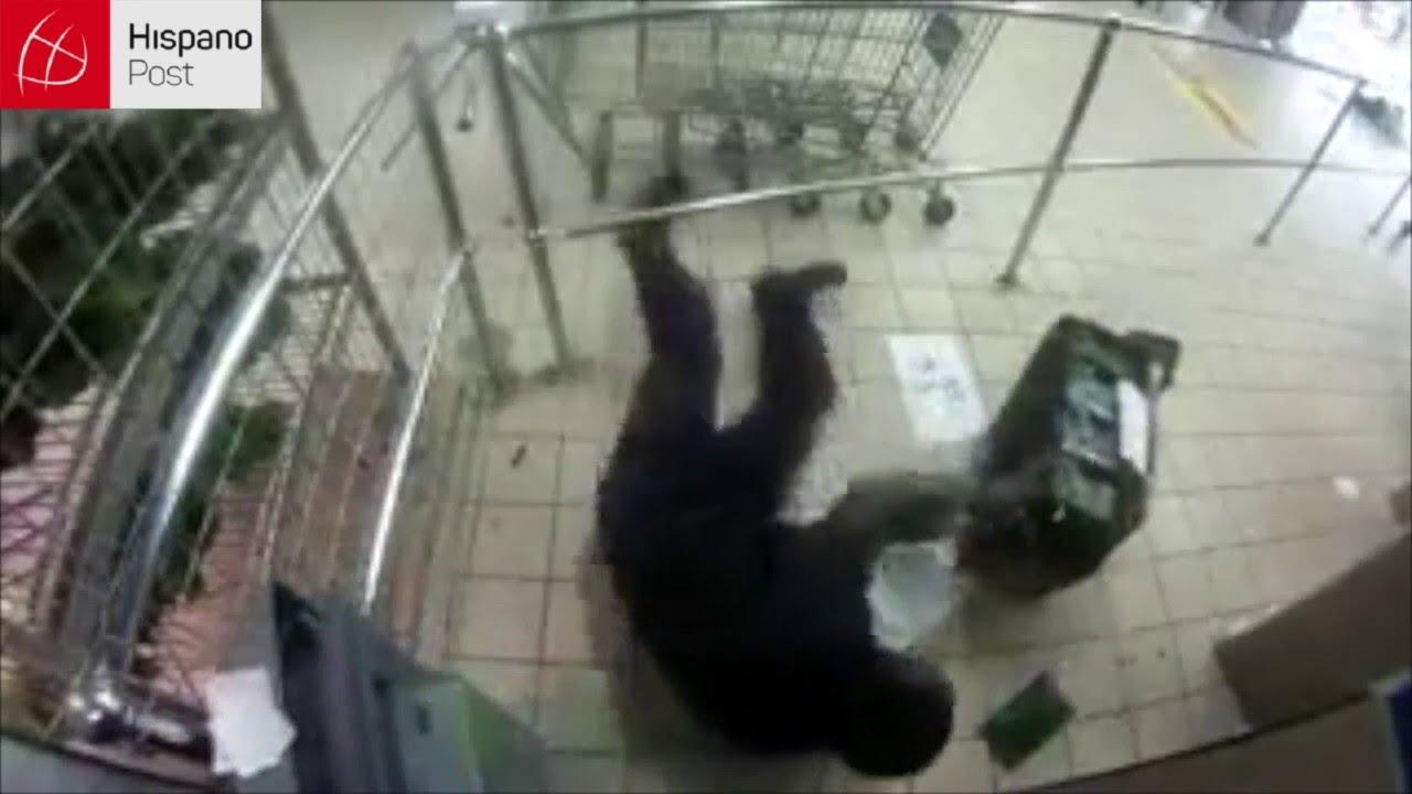 Le caen a tiros en un cajero dentro de un supermercado