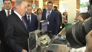 """Нурсултан Назарбаев назвал """"хорошими"""" цены на продукты в Павлодаре"""