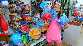 GiGANTiC SQUiSHiES AT DOLLAR TREE