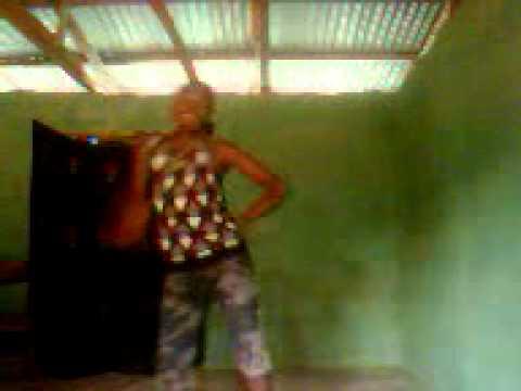 hahahahahahahah watch how Justin Bieber is dancing skelewu.