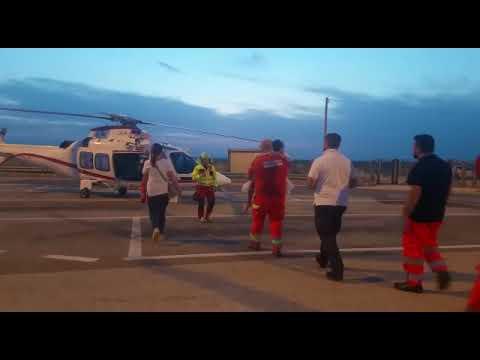 """Bimbo si sente male in autostrada, soccorso da """"angeli"""" in divisa: ora è fuori pericolo"""