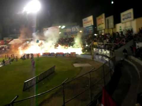 """""""Club Xelajú MC, Fútbol y Fuegos Pirotécnicos"""" Barra: Sexto Estado • Club: Xelajú"""