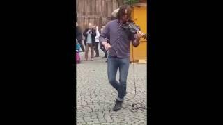 Violinist from Strasbourg Cathedral. Скрипач у Страсбургского собора.