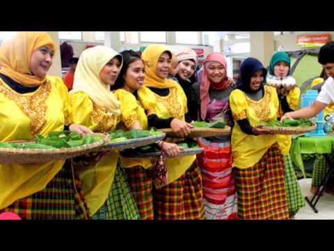 Video Tradisi Memakai Sarung Perempuan Bugis-Makassar - #1Sulsel