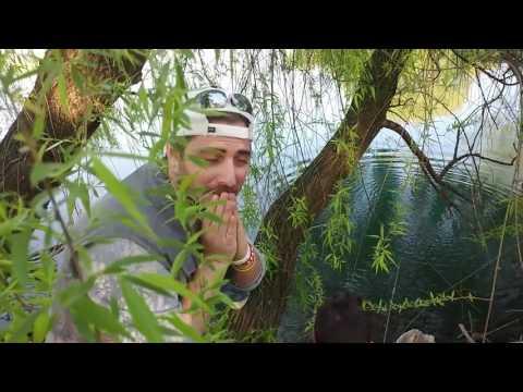 Anatoly per ascoltare una stoffa su pesca