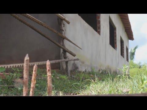 Com obras paralisadas, alunos estudam em construção em Aldeias Altas.