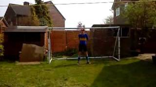 preview picture of video 'Penalty shootout in the garden 2009'