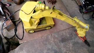 preview picture of video 'Boy Constructs Excavator on the street of Onitsha City'