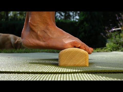 Wie den Schmerz bei der Entzündung des Kernes auf dem Daumen des Beines abzunehmen