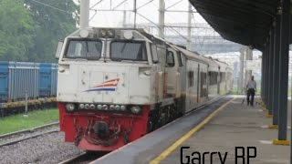 preview picture of video 'Kereta Api Argo Parahyangan berjalan pelan di Stasiun Bekasi'