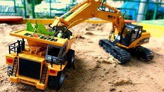 Видео для детей. Грузовые машины в песочнице. Игры с машинками.