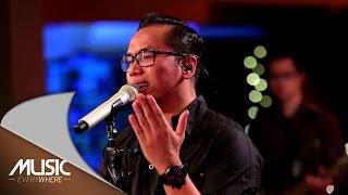 Sammy Simorangkir  - Kaulah Segalanya (Ruth Sahanaya Cover) (Live at Music Everywhere) *