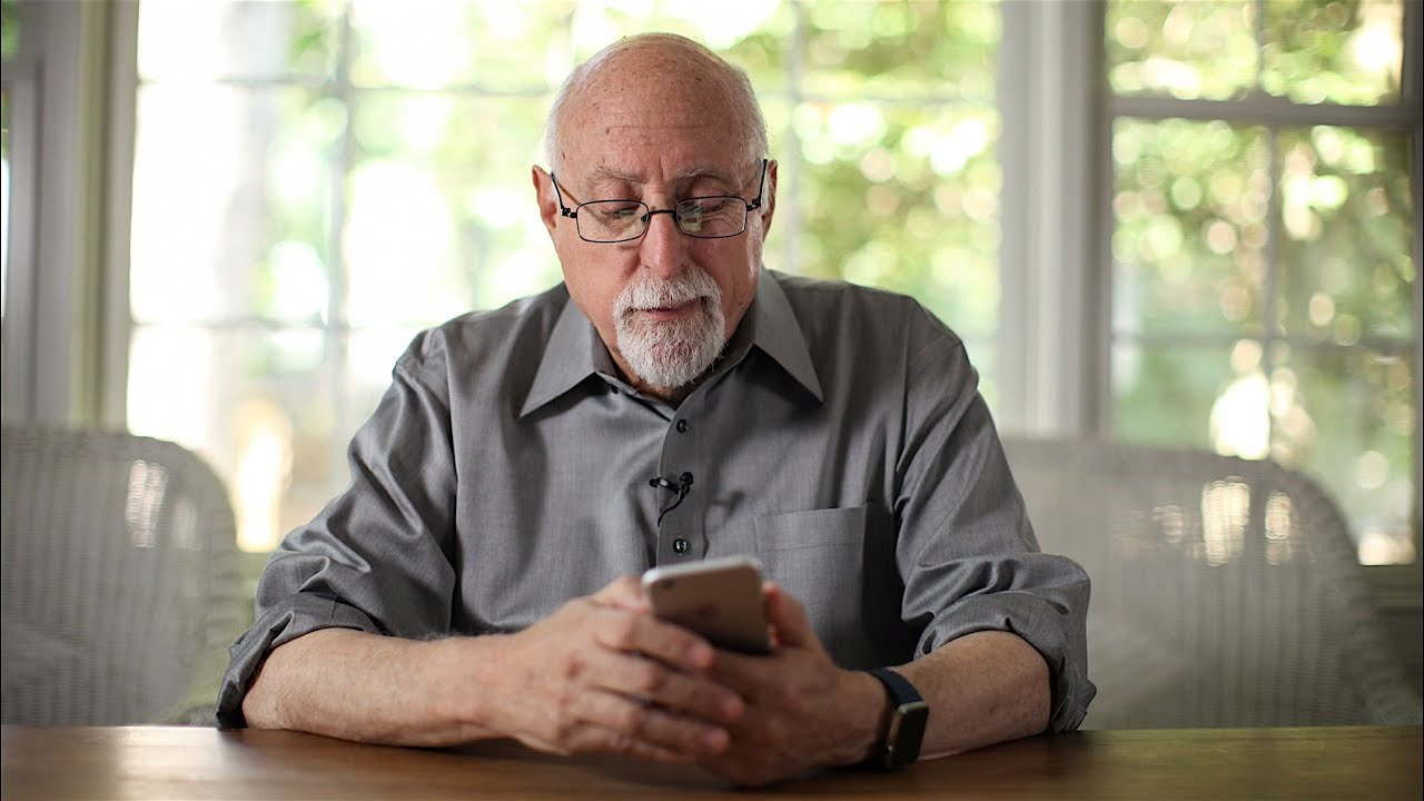 Walt Mossberg reviews the iPhone 6S thumbnail