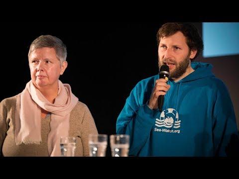Ruben Neugebauer (Seawatch) und Katina Schubert (DIE LINKE. Berlin) beim Jahresauftakt der LINKEN