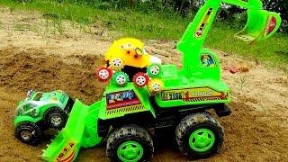 Excavator toy Đồ chơi máy xúc làm đường giúp 2 xe ô tô by Giai tri cho Be yeu
