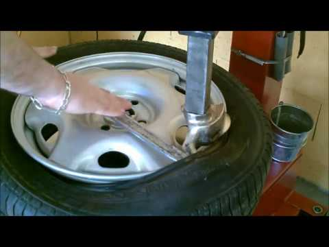 Utiliser la machine démonte pneu, équilibreuse