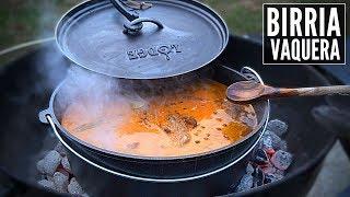 Cómo preparar Birria casera sobre el carbón en olla de fierro vaciado o Dutch Oven. Hay muchas recetas de Birria, pero esta misma también se puede usar si se quiere preparar Birria de Res o de Borrego.  Grand Western Steaks: www.grandwesternsteaks.com 15% de descuento usando el código: LACAPITAL  ————————————————————————————— Contacto directo: oscarmeza.ro@gmail.com  Instagram: https://www.instagram.com/oscarmezar Twitter: https://twitter.com/oscarmezar Facebook: https://www.facebook.com/lacapitalcocina —————————————————————————————  Mi Equipo: Dutch Oven: https://amzn.to/2NhNDz4 Ahumador 1: https://amzn.to/2xTmOt2 Ahumador 2: https://amzn.to/2QV8xXD Asador Pequeño: https://amzn.to/36euvJJ Mi asador: https://amzn.to/2Oqsf89 Mi cámara: https://amzn.to/31nzZPp Guantes negros: http://amzn.to/2gZnqVC Iniciador de fuego/carbón: https://amzn.to/2JJXVV6 Mi estufa: http://amzn.to/2ENnpBX  Cuchillo 1: https://amzn.to/2rz1iqr  Cuchillo 2: https://amzn.to/31pqcZ7 Cuchillo 3: https://amzn.to/2Qvkzre Cuchillo 4: https://amzn.to/2AmeCp1 Cuchillo 5: https://amzn.to/2PDd38u Cuchillo Carnicero: https://amzn.to/2WLxYLJ Procesadora: https://amzn.to/2YGhofr Molino eléctrico: https://tinyurl.com/yxgrvnqu Sellador al vacío: https://amzn.to/2NsBw4n Hojuelas de sal: https://amzn.to/2Xkf8yJ