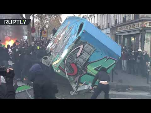Tear gas, scuffles & burning barricades in France as protesters decry new security bill