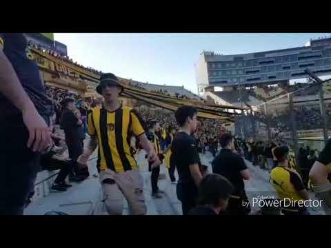 """""""Hinchada De Peñarol Vs. Fenix / campeon Del Siglo / Cl. 2018"""" Barra: Barra Amsterdam • Club: Peñarol"""