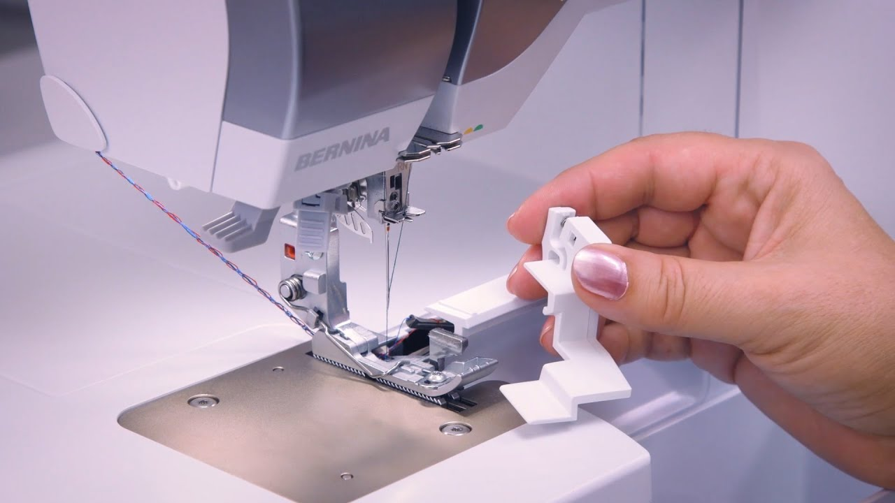 L 860 Overlocker: How to Attach and Detach the Seam Guide