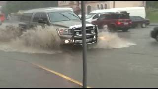 Чернівці затопило.  Зливові дощі, які пройшли містом в першій половині дня призвели до підтоплення