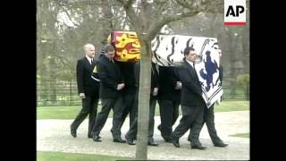 Queen Mother's coffin moved to chapel