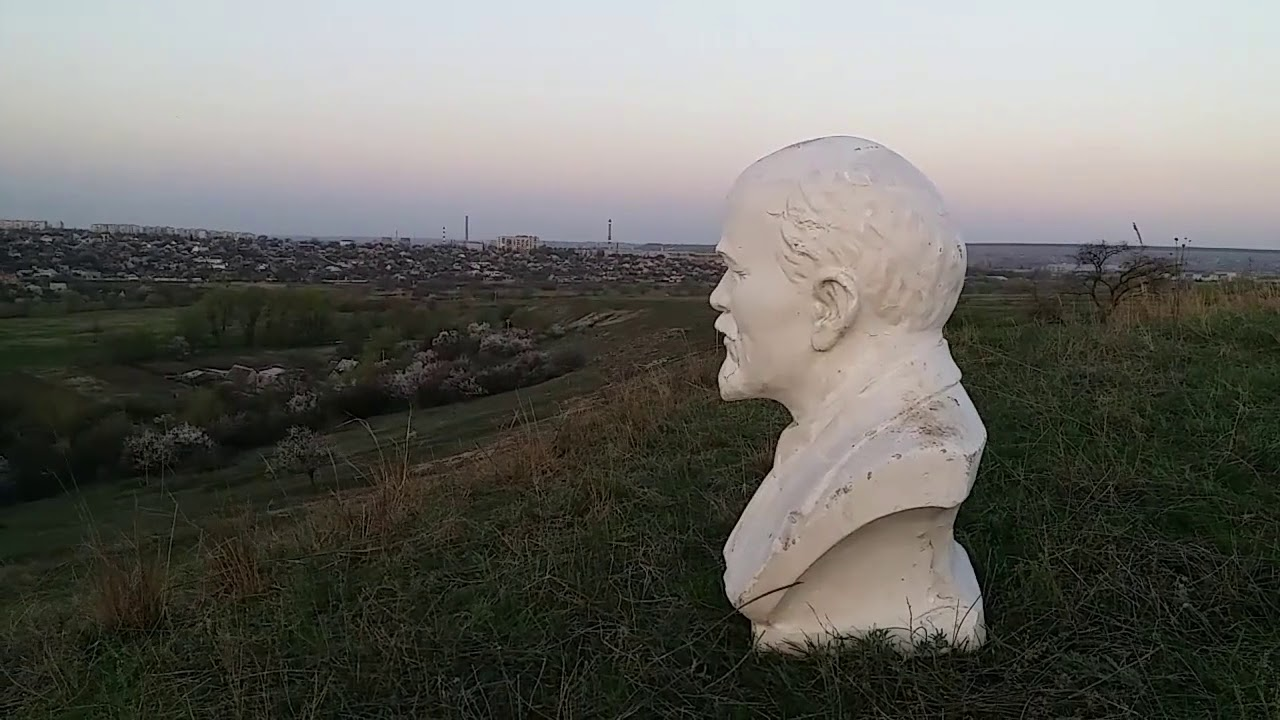 Партизаны не спят: в Краматорске установили бюст Ленина (ВИДЕО)