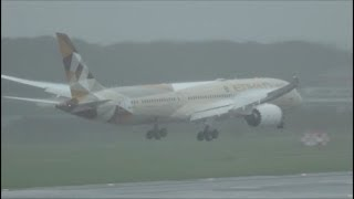 雨のヴェイパータッチダウンB787×2ETIHAD・XIAMENAIRRwy34L成田空港航空科学博物館眺望nrthhh