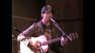 Darius Campbell singing Colourblind at Jaks