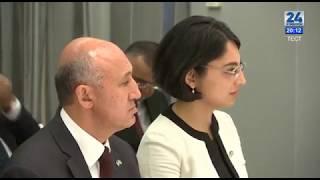 Prezident Mirziyoyev vatandoshlar davrasida, Nyu-York