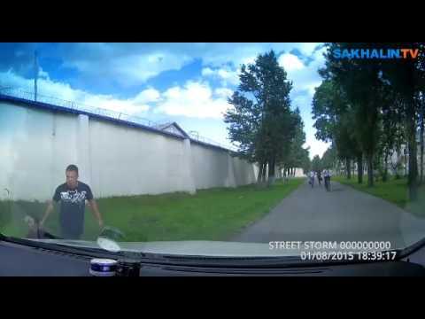 Разгневанный водитель по тротуару погнался за велосипедистом