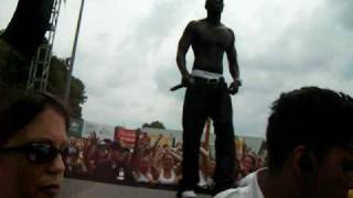 Akon throws kid off stage over our head see kid land in crowd