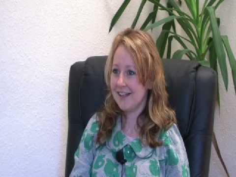 A client discussing how hypnotherapy works for her