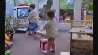 Những hành động ngộ nghĩnh kèm tai nạn hài hước của trẻ em