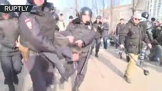 Полиция изъяла пистолет у участника несанкционированного митинга в Москве