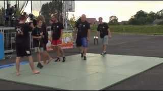 preview picture of video 'Pokaz sztuk walki na festynie ZAKOŃCZENIE LATA 2012 w Białej koło Wielunia'