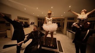2 Fabiola feat. Loredana - She's After My Piano