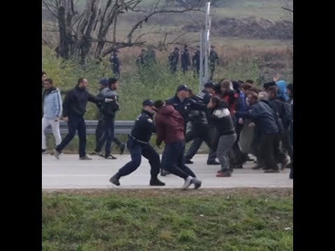 Migrants along Bosnian-Croatian border face stand-off with Croatian police