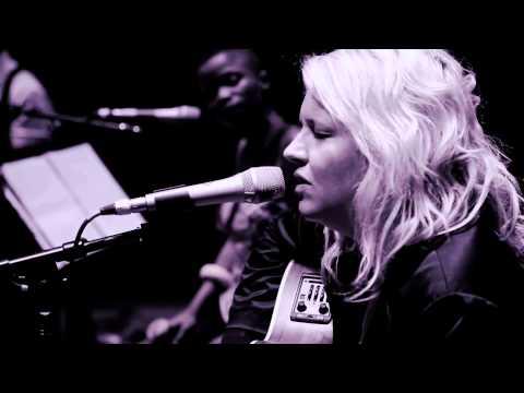 """SUZANNE""- Karen Zoid + Zolani Mahola (Freshlyground)"