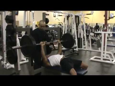 Female powerlifter bench press 225 lbs raw!!! - смотреть
