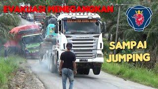 Solidaritas Tanpa Batas | Truk SCANIA R580 Mengevakuasi Truk Hino, Momen Langka