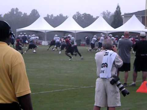 TOM BRADY PASS TO RANDY MOSS (LONG PASS) VS THE ATLANTA FALCONS (TRAINING CAMP 2010) HIGHLIGHTS