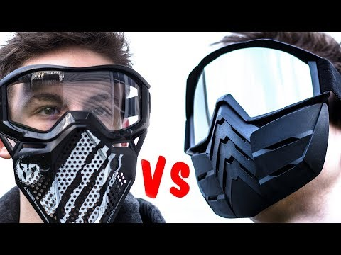 Die Masken aus der sauren Sahne und dem blauen Ton für die Person