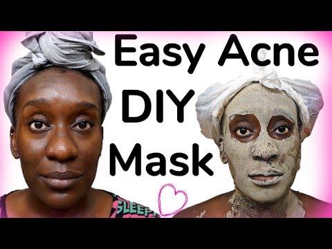Face mask na may itim na luad at pundamental na mga langis