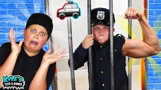 Cyber Security VS Bandits SUPER STRENGTH! Pretend Play Game for Kids!