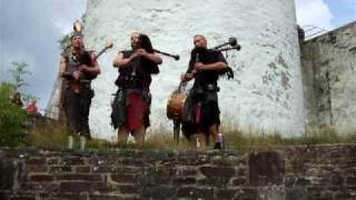 preview picture of video 'Heidenlärm live Burg Reifferscheid Eifel 20 09 2009 - 2'