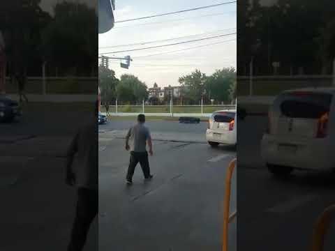Video. Insólito hecho en Merlo: a un coche fúnebre se le cayó el muerto