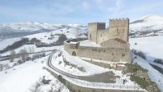 "Sobrevolando el Castillo de Argüeso: ""the winter is coming"" ;)"