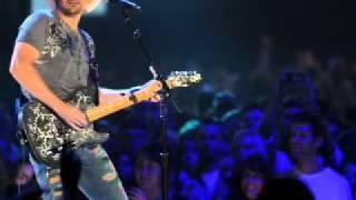 Waitin on a Woman: Brad Paisley - Live HD